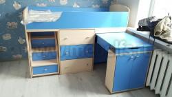 Кровать чердак с рабочей зоной Фунтик (дуб молочный/ синий).
